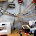 Un cibercafé en Madrid alquila máquinas de coser por horas